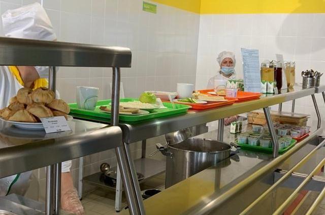 Школьников в Башкирии кормят по новому меню, но жалоб меньше не становится.