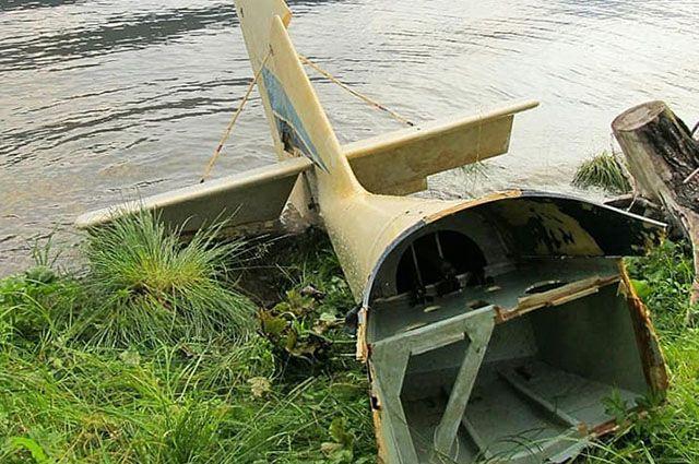 Элемент самолета, рухнувшего в озеро 14 лет назад