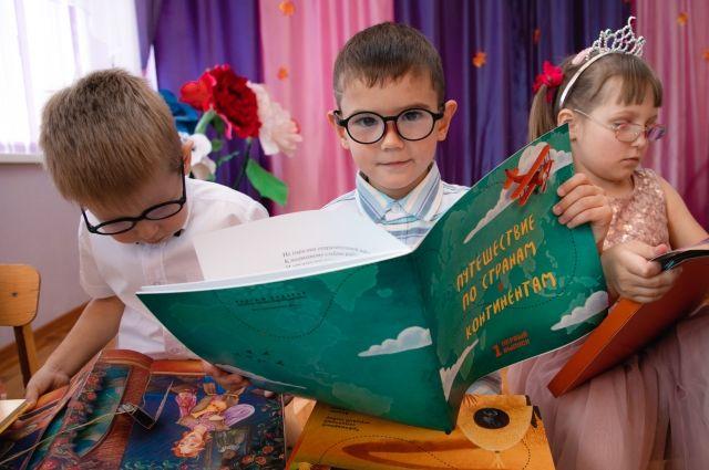 Ребятам с дефектами зрения  нужны особенные книжки.