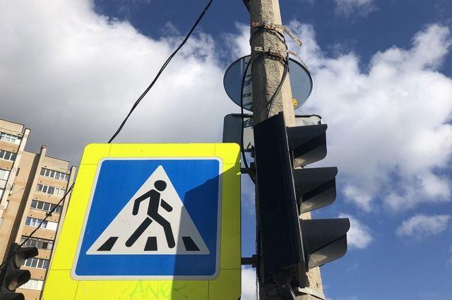 Полиция в Оренбурге выясняет обстоятельства наезда автомобиля на пешехода.