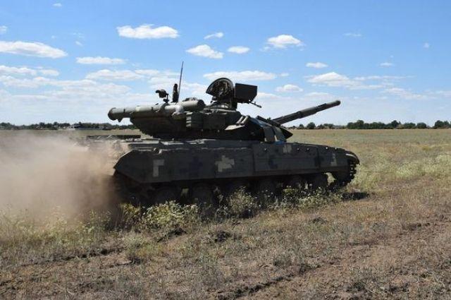 В Украине проводились танковые и десантно-штурмовые учения.