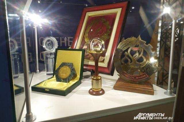 Более 800 участников боролись за звание лучших, однако награды получили только около 150 из них.