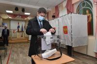 Дмитрий Махонин пришёл на избирательный участок 11 сентября.