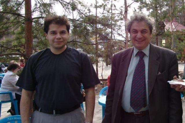 Владимир Козлов (справа) и его младший сын Илья – продолжатели филологической династии.