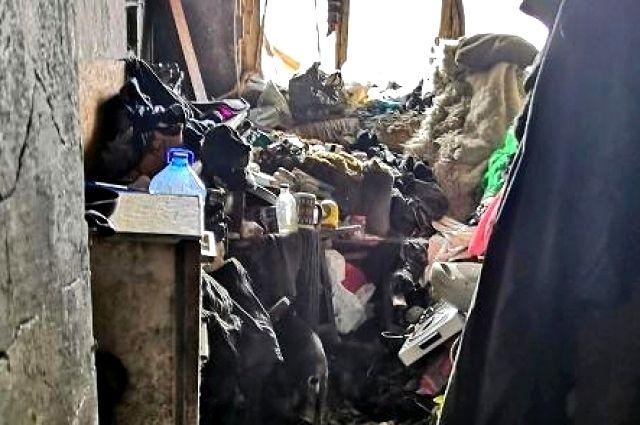 В Тюмени Госжилинспекция оштрафовала тюменку за свалку в квартире