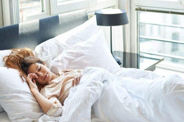 Семь здоровых поз для сна.
