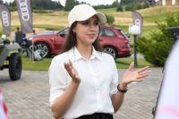Фигуристка Алина Загитова во время турнира по гольфу.