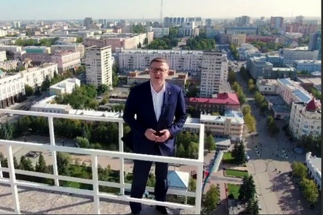 Алексей Текслер на смотровой площадке Челябинск-Сити. Фото: инстаграм губернатора.
