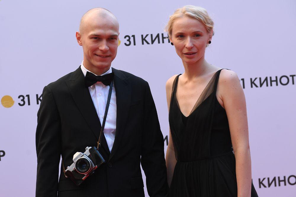 Актер Юрий Борисов с супругой.