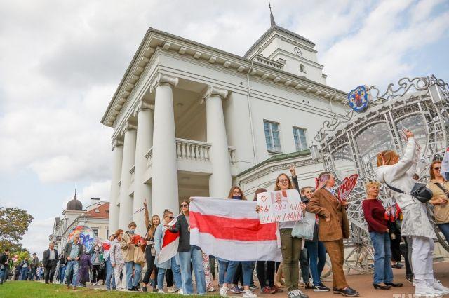 Белорусские силовики разогнали женский марш в Минске