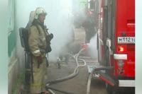 Пожарные Оренбурга спасли супругов-пенсионеров из горящей квартиры.