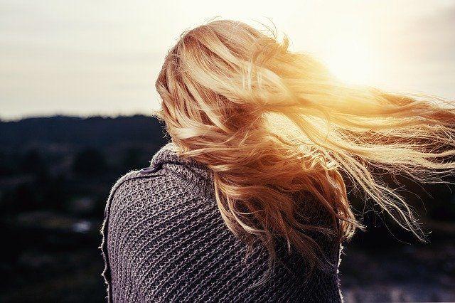 Тюменцам рассказали, как сохранить состояние волос осенью
