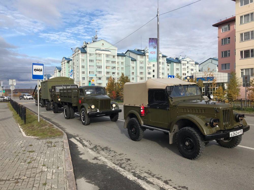 В Салехарде состоялся парад ретроавтомобилей, День города, 2020