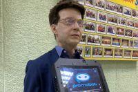 На одном из участков избирателей встречал робот.
