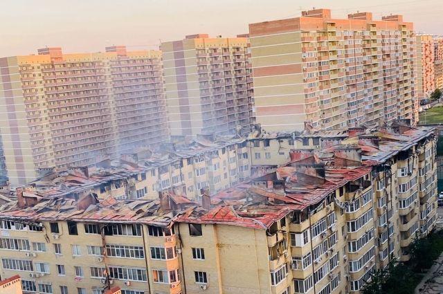 Пожар тушили в течение пяти часов, фото сделано на рассвете.