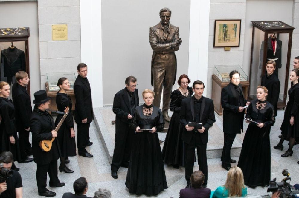 На церемонии открытия выставки артисты показали композицию, посвященную Качалову.