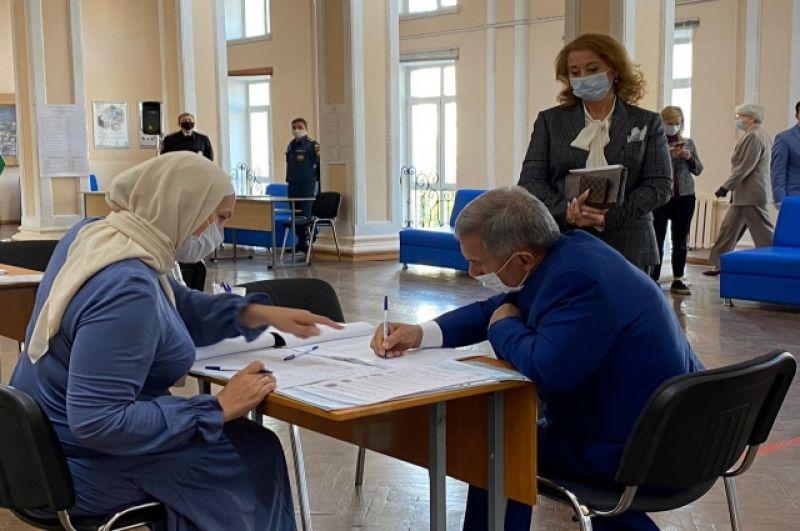 Рустам Минниханов и его супруга проголосовали 13 сентября.