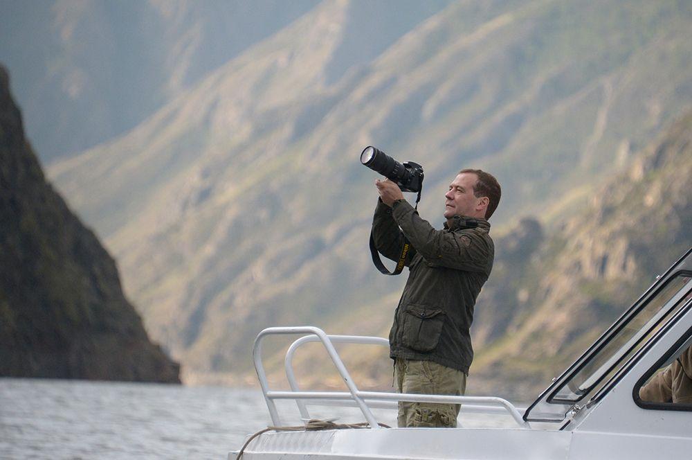 Дмитрий Медведев во время посещения Государственного природного биосферного заповедника «Саяно-Шушенский». 2013 год.