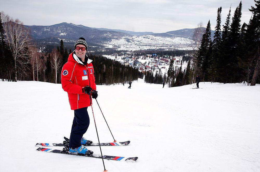 Дмитрий Медведев катается на лыжах на горнолыжном курорте Шерегеш в Кемеровской области. 2013 год.