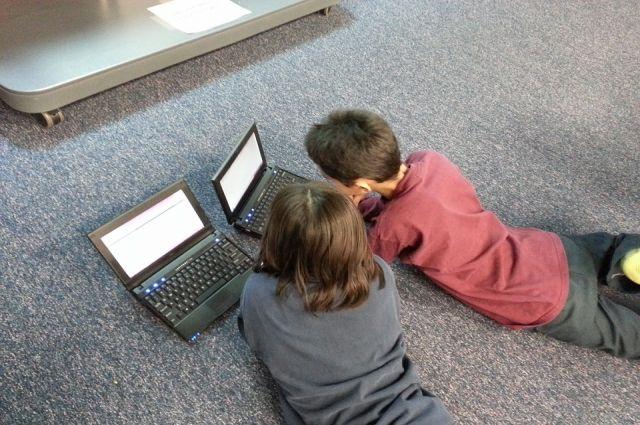 Не только компьютер важен для ребёнка, ему ещё требуется живое общение.