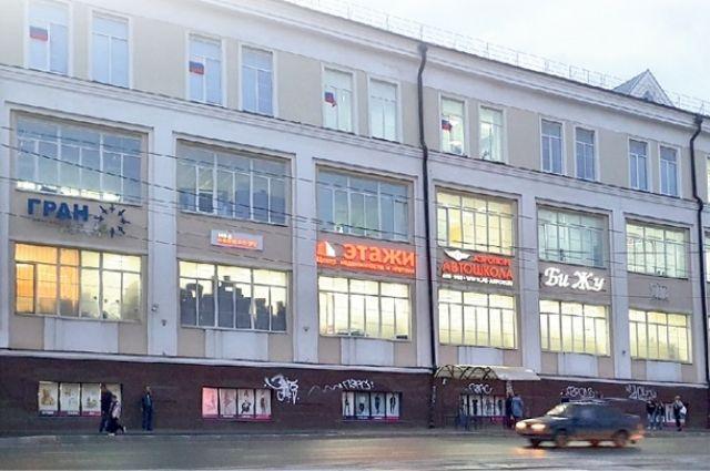 Все вывески на одном здании должны отвечать единому стилевому решению.