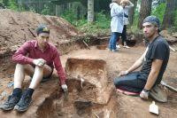 Братья-близнецы, студенты ПГГПУ Андрей и Павел Смертины приезжают в Плотниково каждый год.