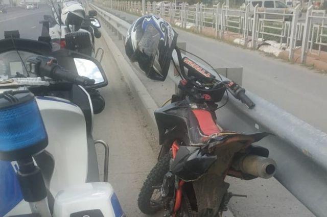 Четверо мотоциклистов катались по Тюмени без прав