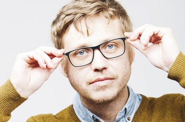 Вредно ли носить имиджевые очки без диоптрий?