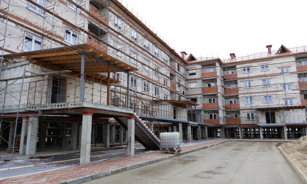 Дмитрий Артюхов посетил строительные объекты