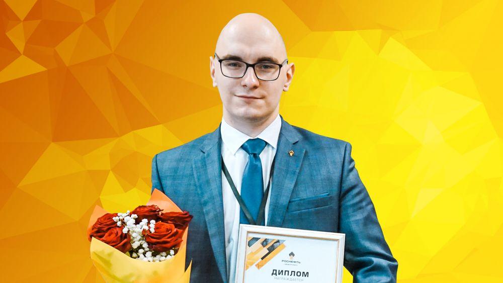 Ведущий инженер производственно- технического отдела Антон Захаров.