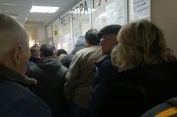 Помещения детских поликлиник были переполнены.