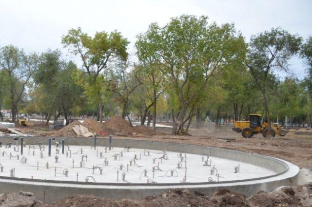 Работы по благоустройству парка подходят к концу.