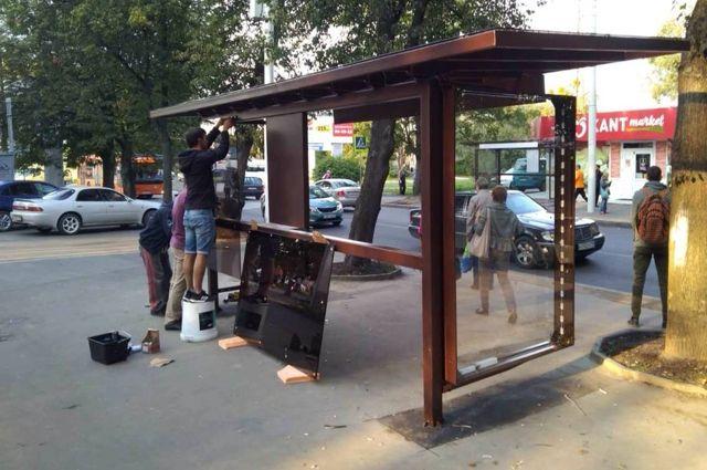 В Московском районе Калининграда монтируют новые остановки