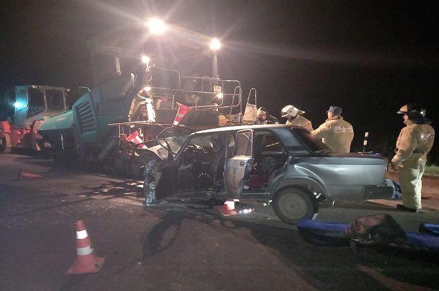 Три человека погибли в ДТП с асфальтоукладчиком в Башкирии