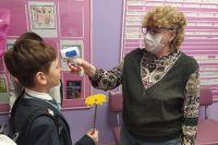 С 1 сентября во всех школах детям обязательно измеряют температуру перед началом занятий.