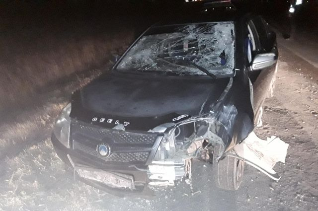 В Новотроицке при наезде Geely ночью погиб неизвестный пешеход.