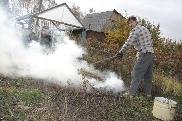 Рано убирать инвентарь – в саду ещё достаточно работы.