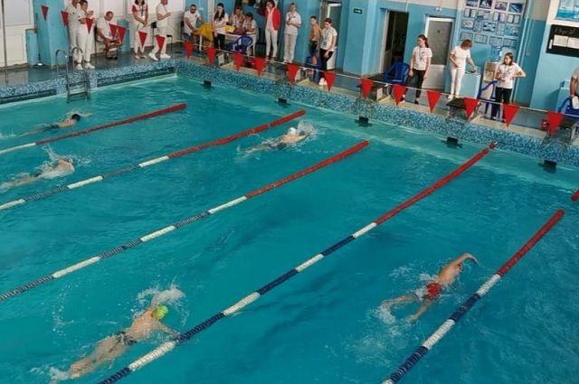 Дети мечтают вернуться на плавательные дорожки