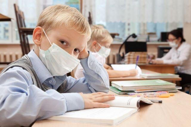 Кабмин разрешил работу школ и детсадов в «красной» зоне: детали