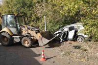 38-летний водитель трактора, двигаясь  по обочине на улице Соболева гора, не справился с управлением и выехал на дорогу.