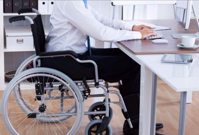 В Украине людей с инвалидностью начнут обслуживать без очередей в кассах