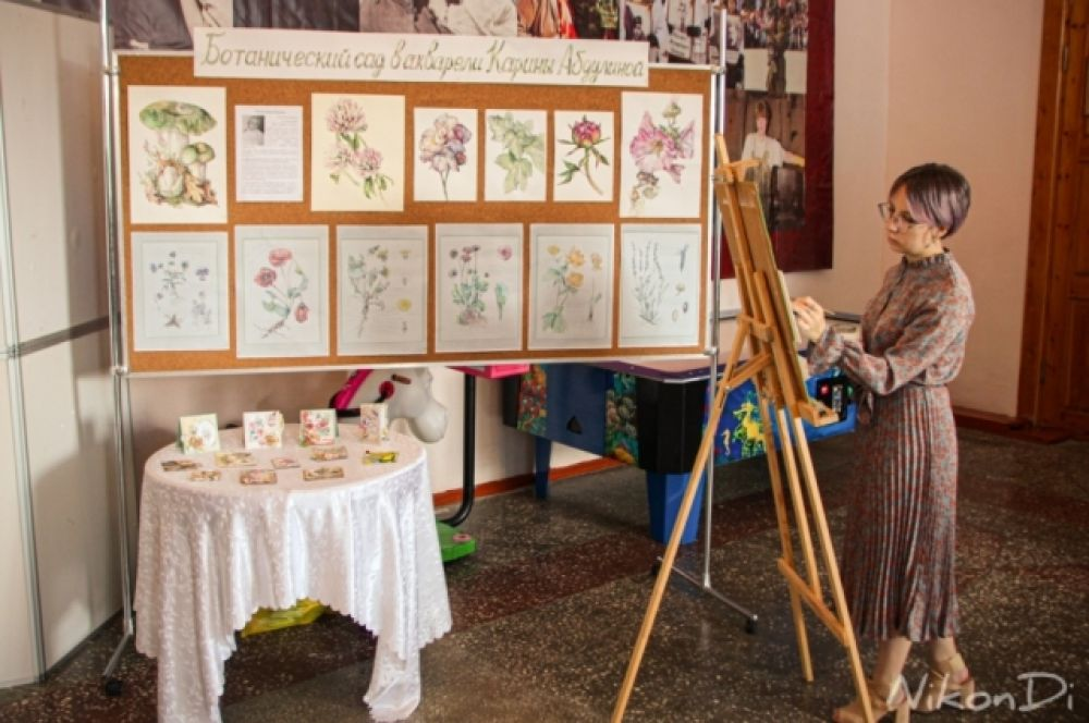 Карина Абдулина представила свою авторскую мини-выставку «Ботанический сад в акварели».