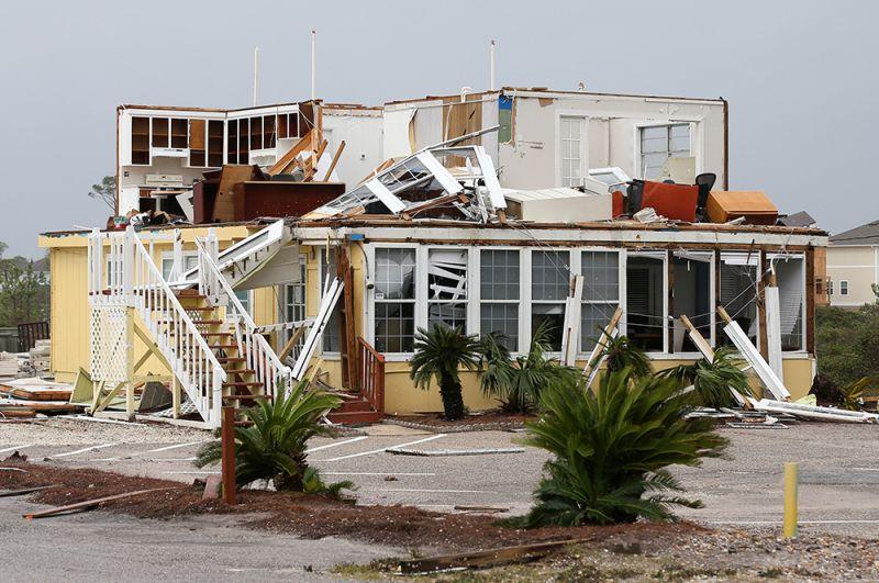 Разрушения, вызванные ураганом Салли, в Пердидо Ки, Флорида.