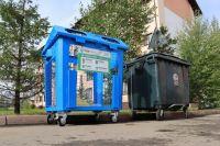 На каждом контейнере будет табличка, где указано, какие виды отходов можно в него помещать.