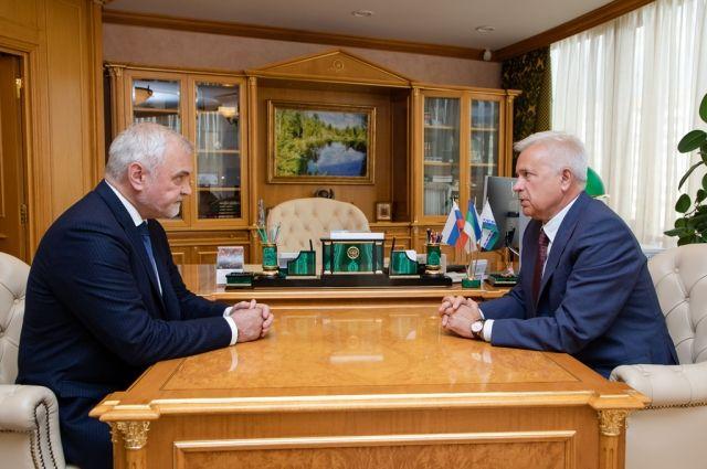 Встреча Владимира Уйбы и Вагита Алекперова прошла в Усинске.