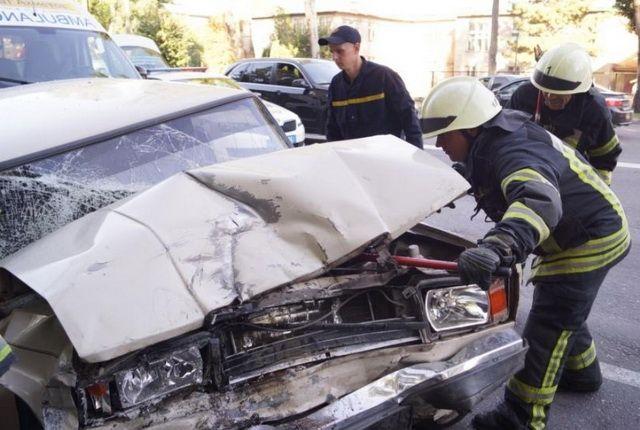 Камчатские спасатели деблокировали женщину, зажатую в автомобиле