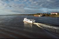 О необходимости приобретения водного транспорта попросили губернатора жители района.