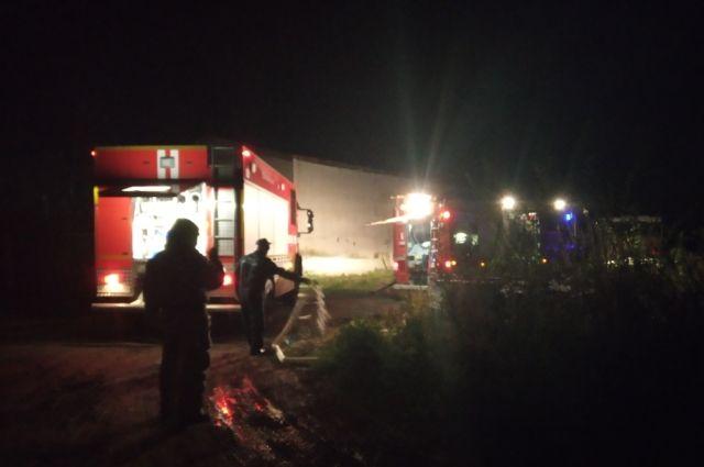 Ночью в Перми тушили пожар.