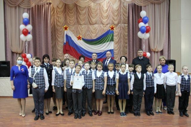 Новый класс получил имя милиционера патрульно-постовой службы Воркуты Александра Ромашова.