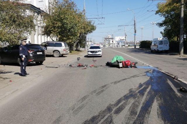 На улице Безбокова в Иркутске насмерть разбился мотоциклист